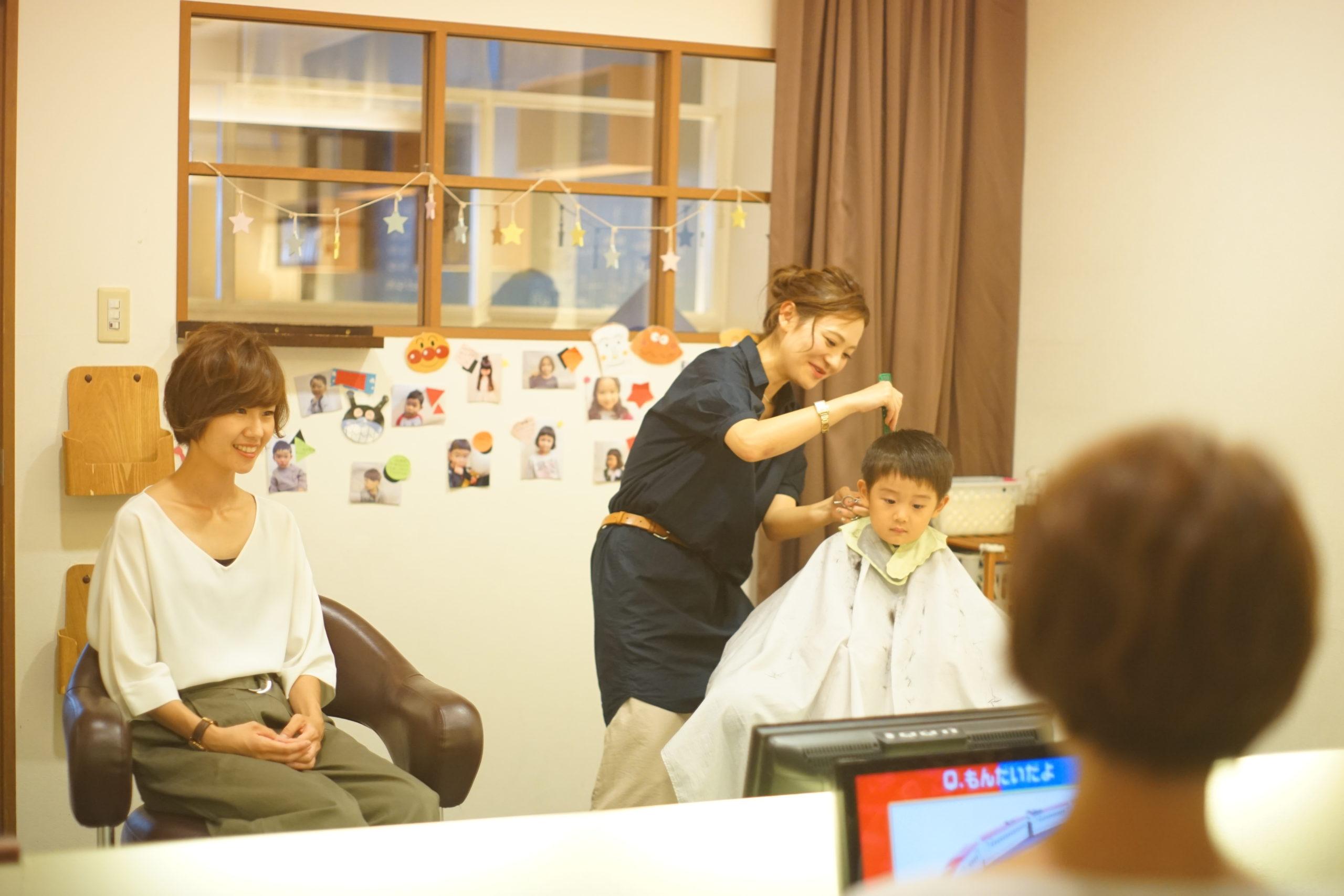 地域密着型ファミリーサロンである大阪市の美容室Snipには親子で行きやすいように個室やキッズスペースがあります。